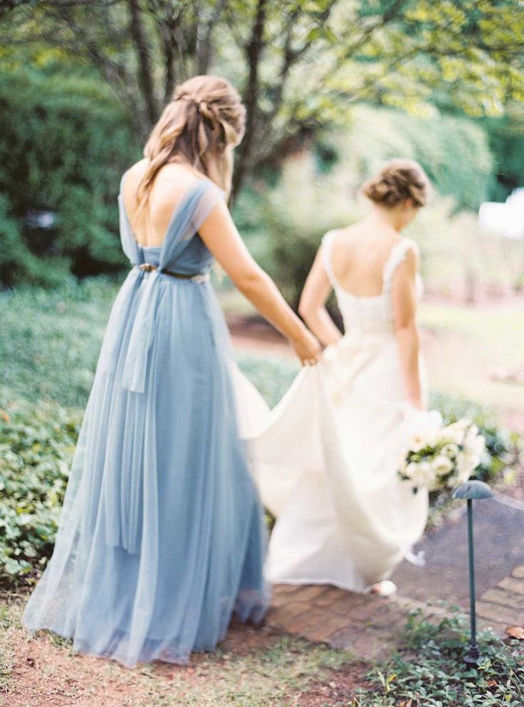 Powder blue bridesmaids dresses | Photography: Julie Cate Photography