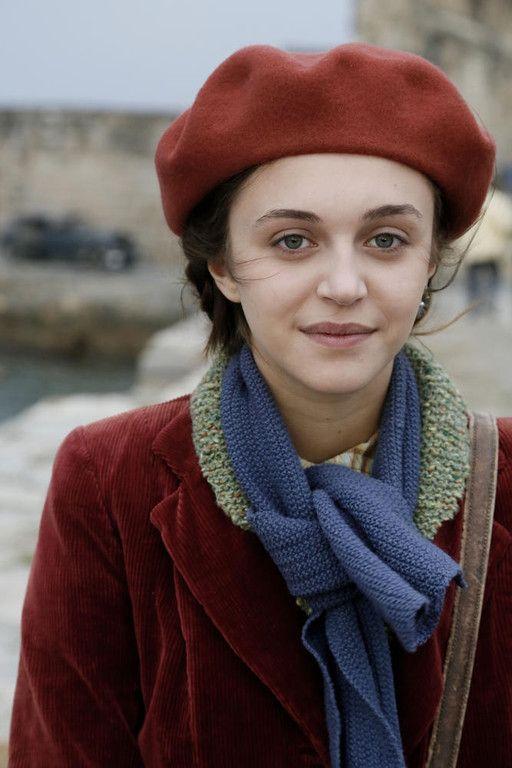 Pauline Burlet, love her clothes in Resistance
