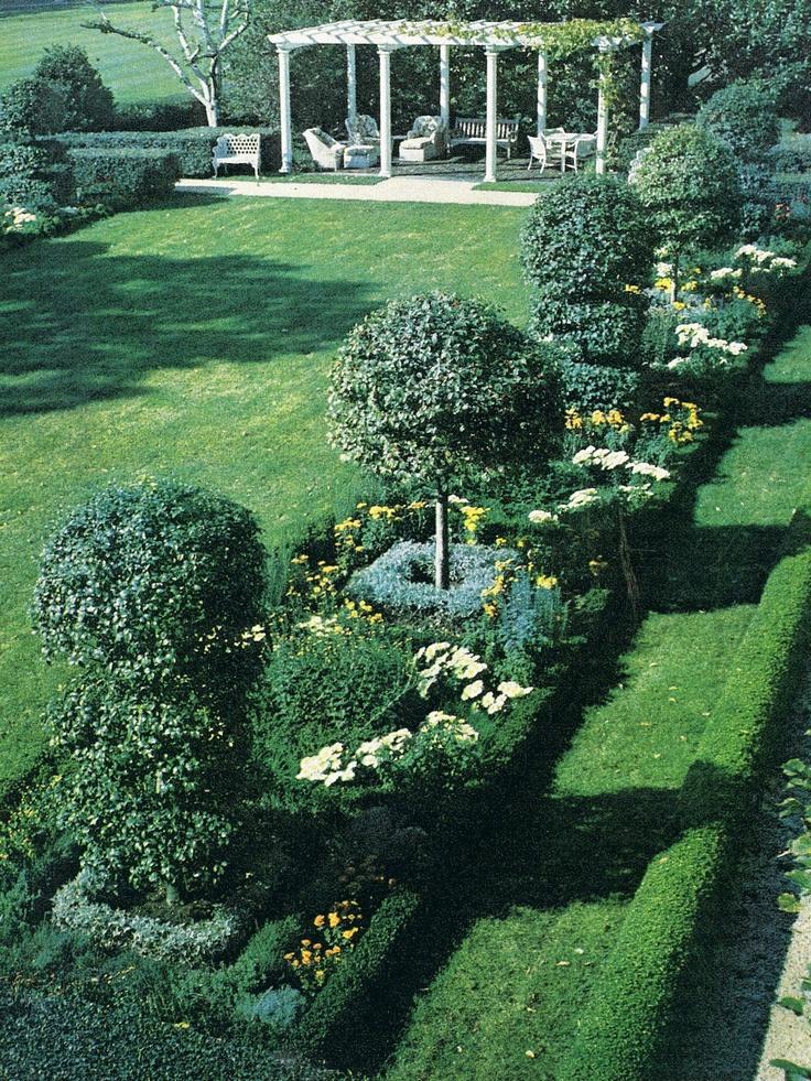 ~White House garden designed by Mrs. Paul Mellon for President and Mrs. Kennedy. Howard Slatkin