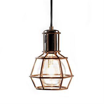 Work Lamp är arbetslampan som har lämnat garaget och flyttat in i vardagsrummet - med en tuffare attityd och ett snyggare formspråk! Finns i tre versioner; guld, silver och koppar. Formgiven av Form Us With Love.