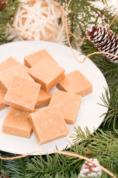 Sucre à la crème is a traditional French Canadian fudge that we can never get enough of. The ingredient list may be simple, but the taste is anything but. Smooth and creamy with notes of caramel, this fudge will melt on your tongue.