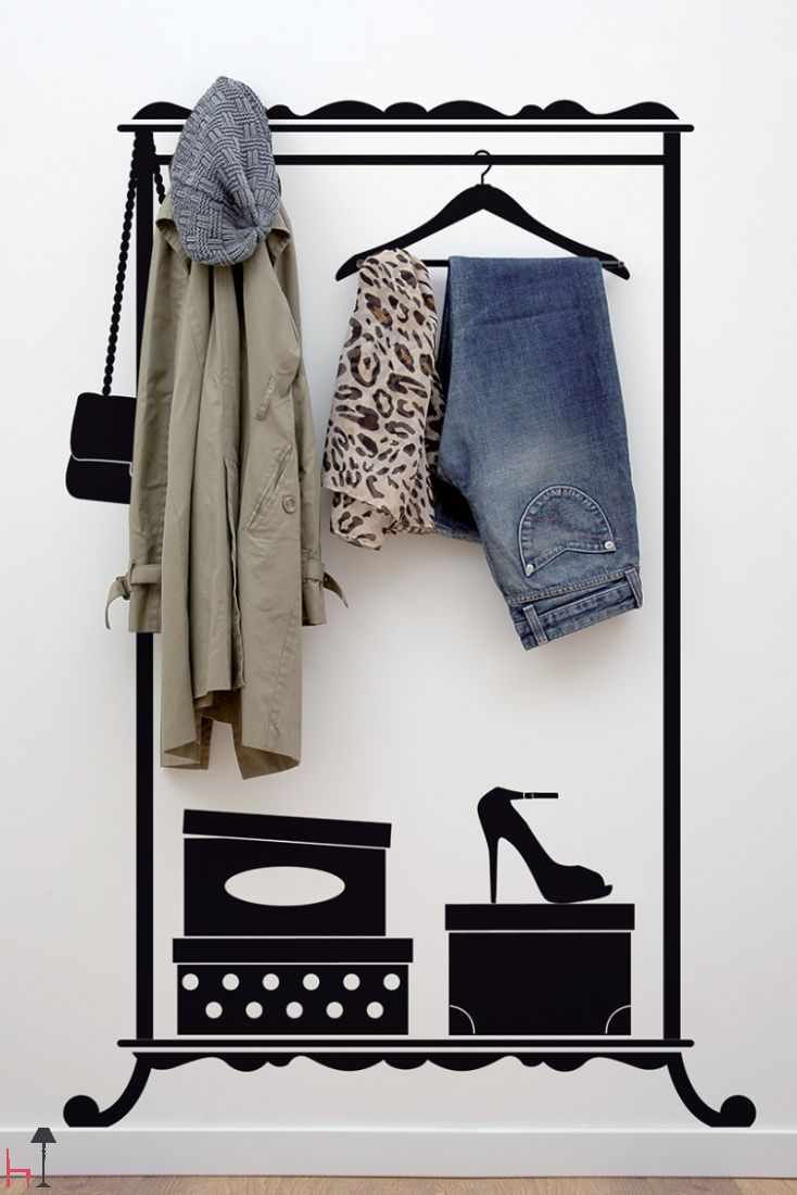 It is possible to hang coats, clothes and accessories without having a coat rack thanks to Lady Hanger, the wall sticker that recalls the shape of a wrought-iron coat rack.