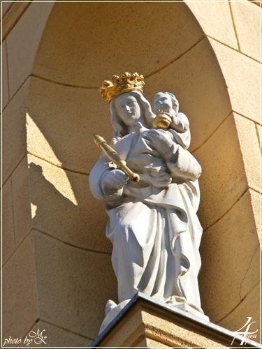 Szűz Mária szobra Nagyboldogasszony Plébánia - statue of Virgin Mary Assumption Parish - Soroksár Budapest