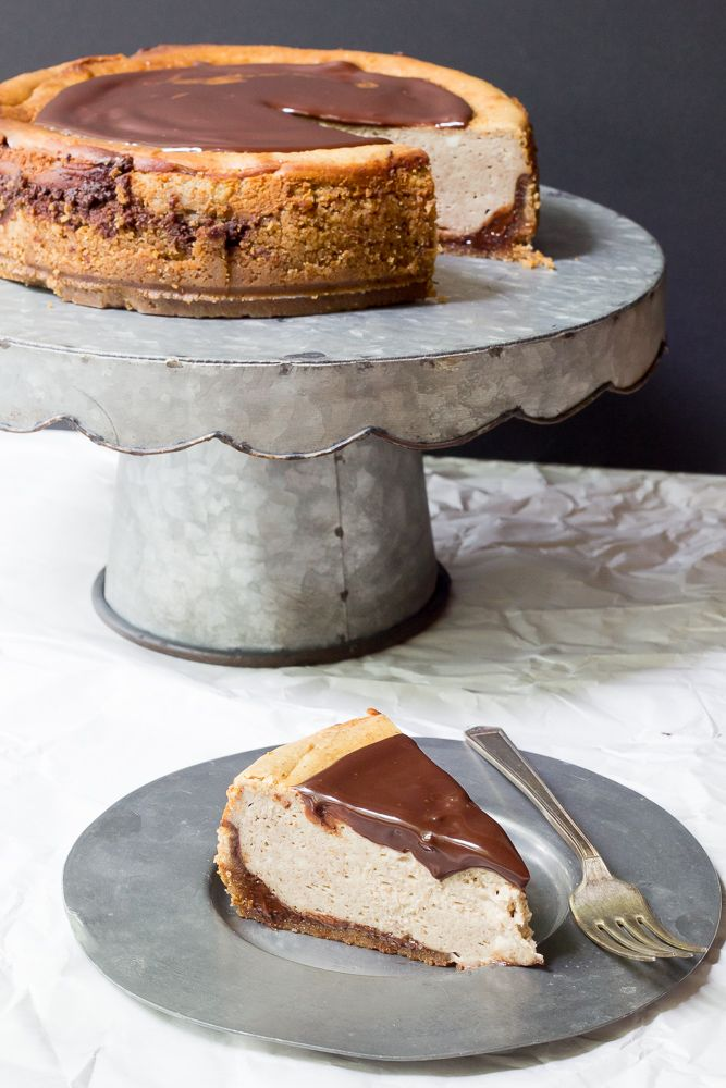 Chocolate Chai Cheesecake - the spice of the coffeehouse favorite in a creamy dessert!
