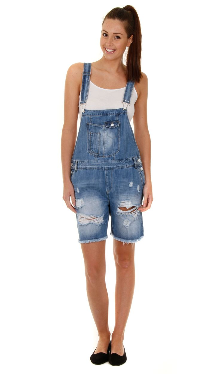 Overall shorts, black crop top, and white converse. Find this Pin and more on Sexy Shorts by Evelyn Jauridez. Overalls are perfect for any summer look Cute overall outfit See more.