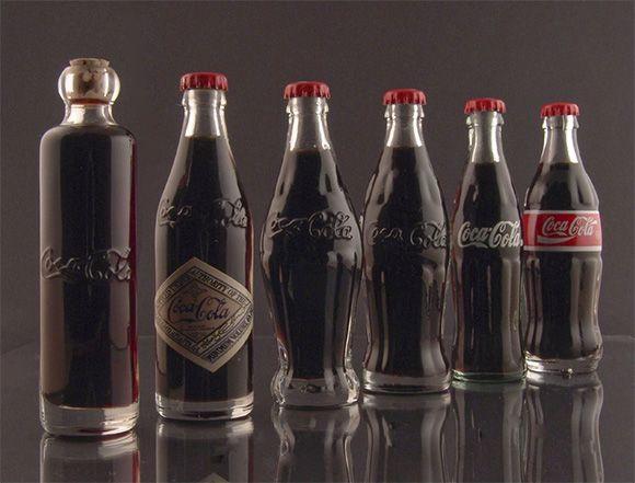Histoire de la bouteille de Coca Cola   De gauche à droite : 1899 – 1900 – 1915 – 1916 – 1957 – 1986