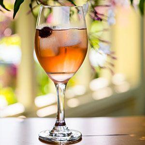 La Vie en Elderflower: Dry rosé, St. Germain & soda (Love me some rosé!) #wine #cocktail: Summer Cocktail, Myrecipes Com, Cocktail Recipes, En Elderflower, Clever Cocktails, Botanical Cocktails