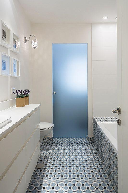 שיפוץ לדירה תל אביבית http://bit.ly/1zOrIBk רק הדלת + המחשה של הריצוף קצת כואב בעיניים