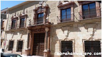 Todo empezó con las obras de restauración del antiguo Palacio de los Condes de Santa Ana y de la Vega, uno de los más bellos palacios…