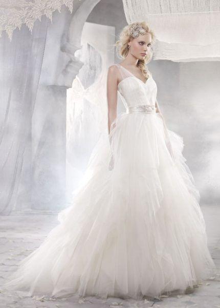 The perfect princess gown for a romantic bride!   Rochia perfecta de printesa, pentru o mireasa romantica.