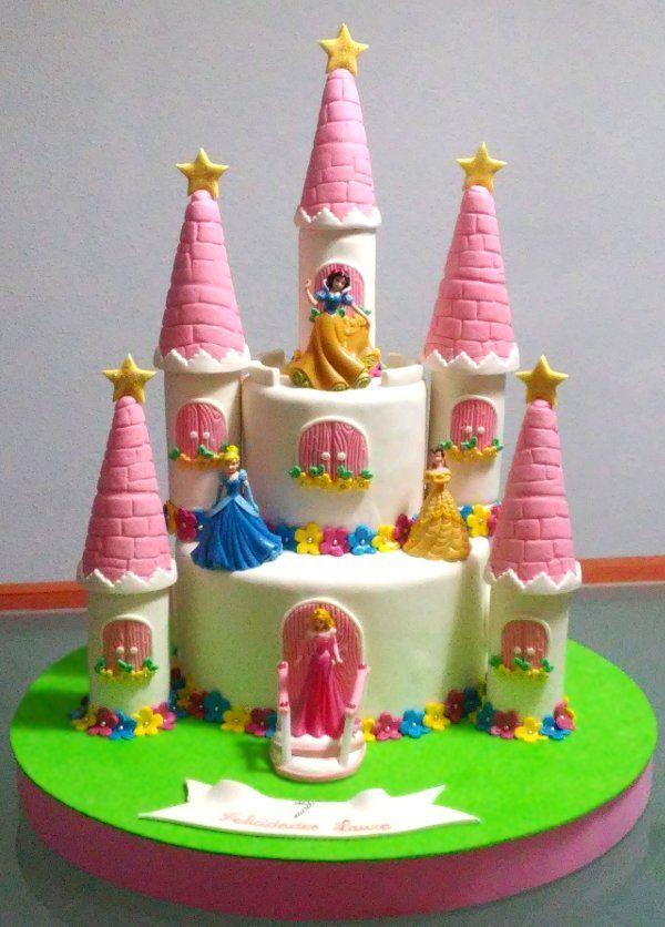 Tarta Castillo de Princesa Disney  De Perla's   Tartas fondant personalizadas en Málaga