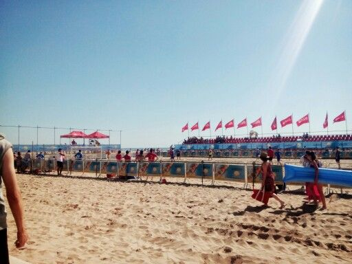Summer competitions at Las Arenas beach
