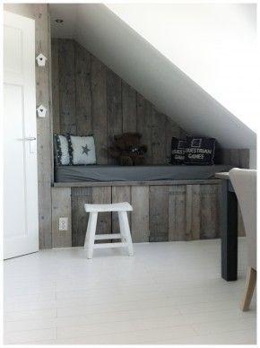 Steigerhout schuin dak bed
