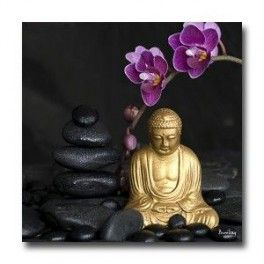 Tableau Bouddha sur Fond Noir 70 x 70 cm. Imprimé en haute définition sur toile canvas 100% coton. Chassis à clé en sapin. Fabrication Française. Livraison : 7 jours.