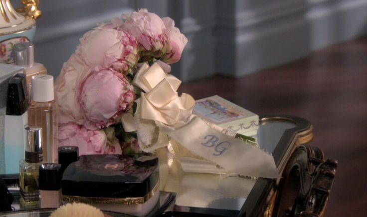 Blair Waldorf's wedding bouquet. I am literally obsessed!!!!! Love the monogram and flowers. Need.