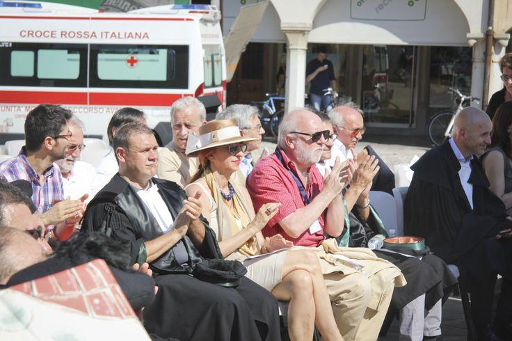 Il Direttore Generale, dott. Massimo Di Silverio e la Prorettrice Antonella Riem assistono al Dies Academicus