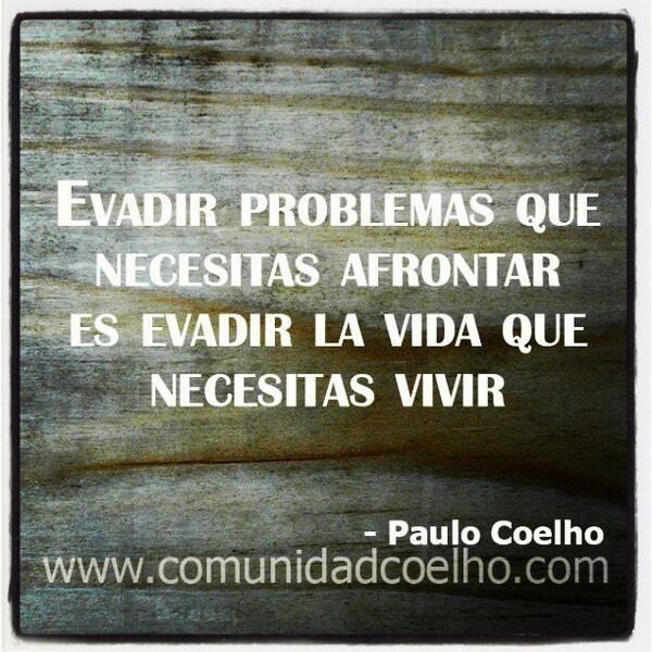 Evadir problemas que necesitas afrontar es evadir la vida que necesitas vivir - @Paulo Fernandes Coelho | #PauloCoelho #Miedo #Vida www.instagram.com/comunidadcoelho www.comunidadcoelho.com