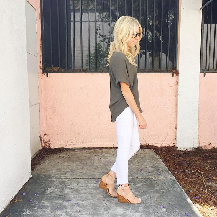 """kailee wright on Instagram: """"Olive + white --- favorite combo.  My jeans are under $65 and the stretch in these are amazing!! Plus, my tee is only $20!!  All outfit details here: www.liketk.it/2nHj2 #springfashion #whitedenim #momiform"""""""