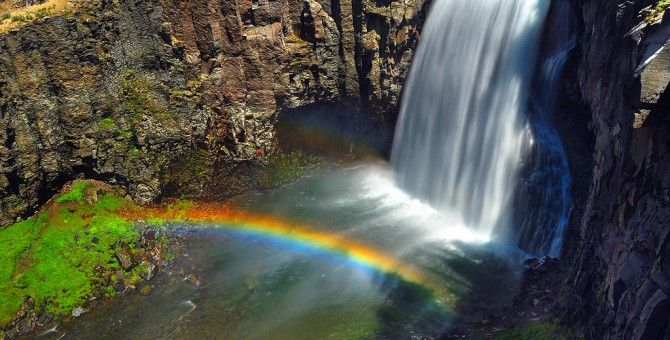 Best color combination for waterfalls with rainbows