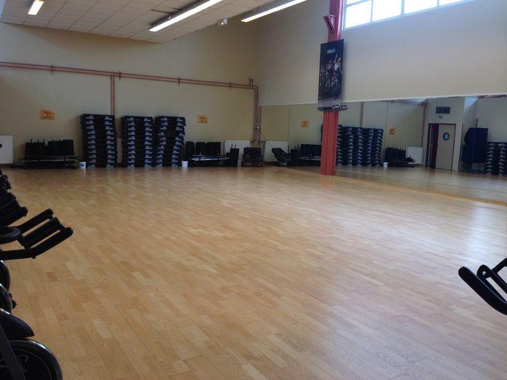 Découvrez la somptueuse salle de cours de Fitness et de danse de la 9eme salle de gym des Cercles de la Forme, le Cercle Châtillon. Pour plus d'informations http://www.cerclesdelaforme.com/fr/club-Fitness-92-Chatillon/ ou n'hésitez pas à prendre rendez-vous ou à appeler nos hôtesses d'accueil. #cdlf #châtillon #sport #country