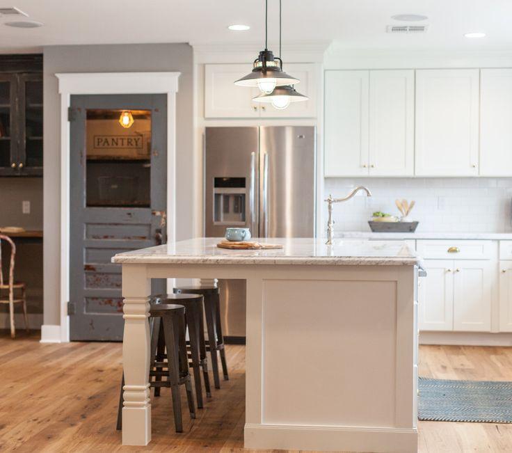 White marble island kitchen http://aceandwhim.pass.us/myrafterhouse