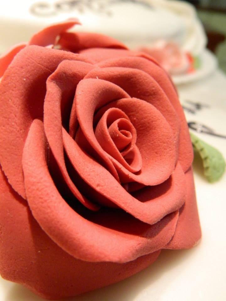 Rosa in pasta di zucchero