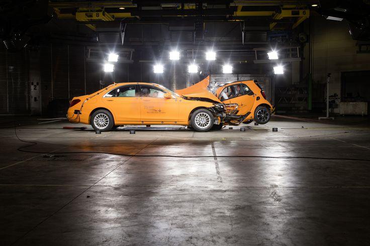 crash test νέο smart με την S-class 2014 mercedes.koumantzias.gr Δείτε περισσότερα: http://media.daimler.com/dcmedia/0-921-1716608-1-1719423-1-0-0-0-0-1-0-0-0-1-0-0-0-0-0.html?TS=1405580127257