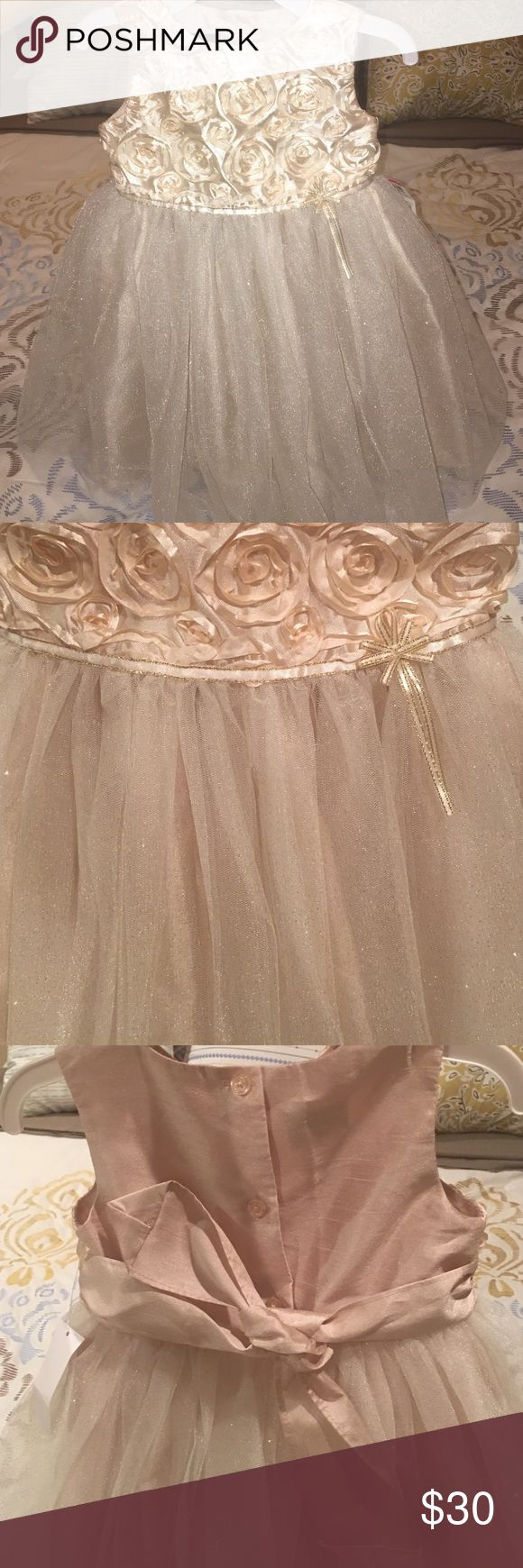 Just In Toddler Holiday Dress Brand new with tags still attached! Photos just do NOT do this dress justice! It's such a beautiful soft gold color with sparkles embedded in the tule, so there is no fallout. Bottom portion fluffs out as if it had a petty coat underneath but as shown in final photo it only has the 2 layers. Back buttons to help get your little one in and out. Price is firm as I purchased this for my daughter for an upcoming wedding but it didn't fit her and I missed the return…