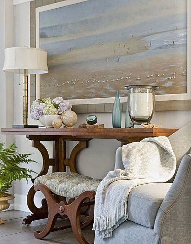 The double thickness of he top of the table makes me think it could. fold out for an extra dining table. Pretty foyer.