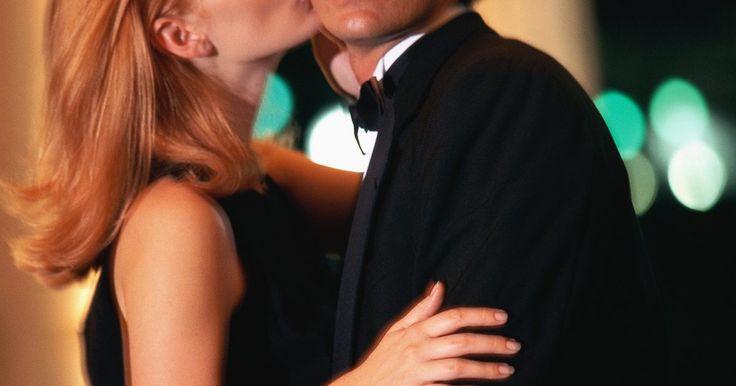 Signos de un novio fiel. La fidelidad es una piedra angular de la relación entre un novio y una novia. Cada novia espera que su novio le sea fiel. Sin embargo, a veces, puede que te preguntes sobre tu novio, pero hay algunas señales a tener en cuenta que pueden ayudarte para que estés segura de que te es fiel. Y cuando una tiene la sensación de seguridad y protección que ...