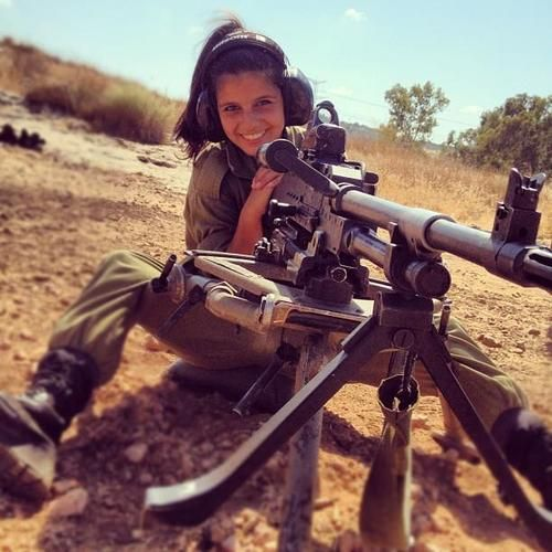 gunrunnerhell:  IDF soldier with the FN MAG, the Belgian made 7.62x51mm GPMG (General Purpose Machine Gun). It's unclear whet...