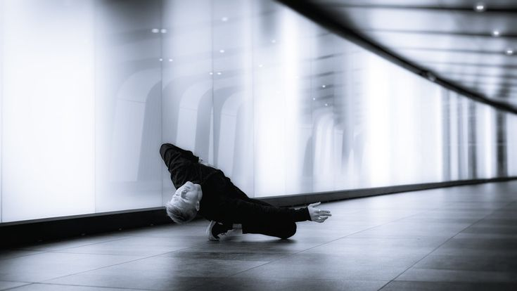 TUNNEL VISION series⫩Kings Cross station pedestrian tunnel, Camden, London. Dancer:Vincent Malmberg