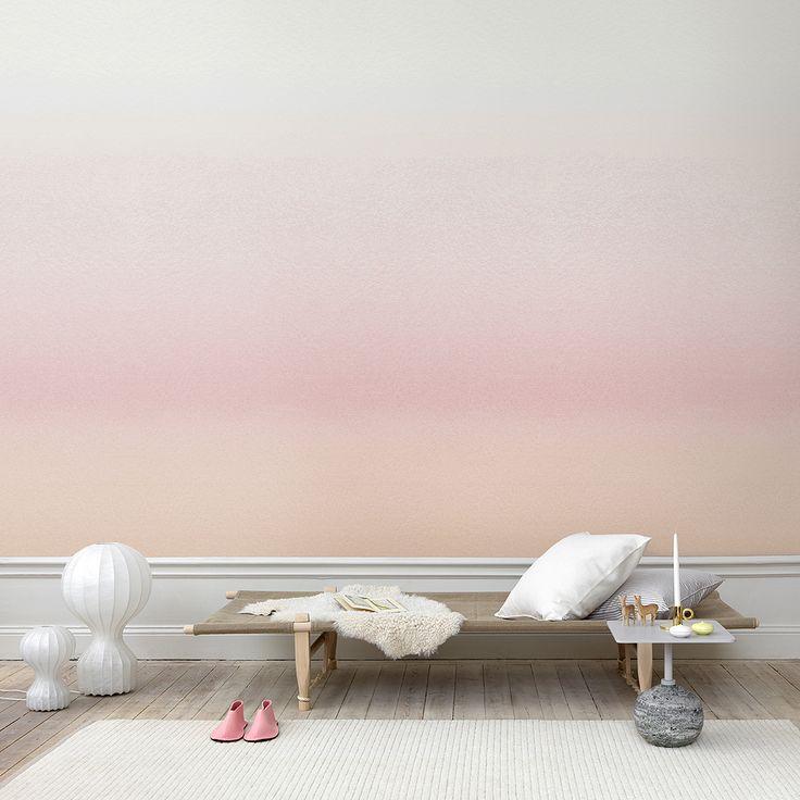La tendance tie and die habille aussi les murs! Avec sa nouvelle collection Carl, Sandberg lance une série de rayures à poser du sol au plafond. Larges band...
