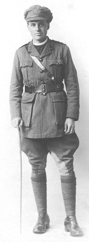 Rev David Railton'sbravery at the front won him the high distinction of a Military Cross, but at the cost of mustard-gas damage to his eyes and the mental torture of shell shock