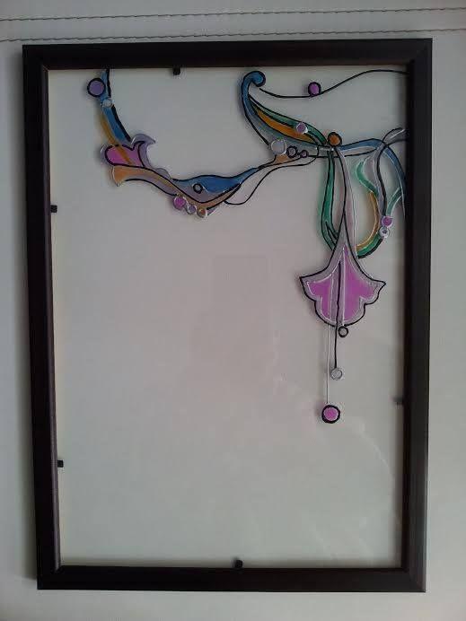 """Витраж """"Гирлянда""""  Линии и цвета замысловатым образом переплетаются, создавая цветочный мотив этюда.  Идеально использовать в качестве обрамления зеркала (в ванной или спальне). Эксклюзивно смотрится в любом интерьере.  Материал: стекло, витражные краски, деревянная рамка.  Размер: 310хх210 мм. Ручная работа.  Купить: http://design-atelier.biz/category/vitrazhi/"""