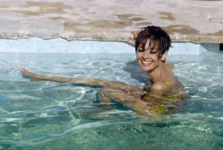 Audrey Hepburn Pool tile coping