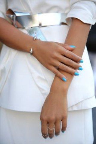 Smalto blu serenity: ecco il colore pastello più chic e bon ton del momento!