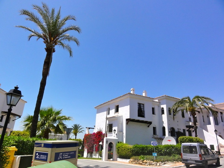 http://www.property-management-marbella.com/holiday-lets/apartment-in-puerto-banus-rental-marbella/    Apartment to rent as holiday let in Marbella, Puerto Banus, Nueva Andalucia, Costa del Sol, Spain