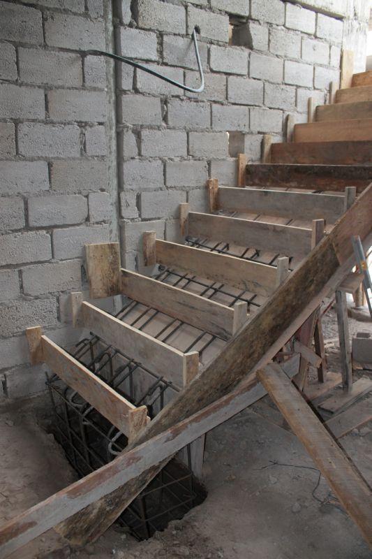 Division de gradas encofrado alexina2 cimentaciones for Escalera de hormigon con descanso