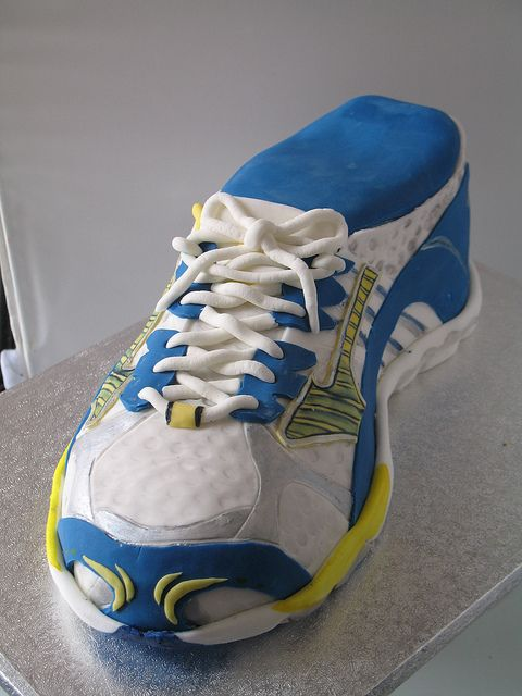 running shoe cake–such detail!