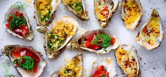 Trio van gegrilde oesters