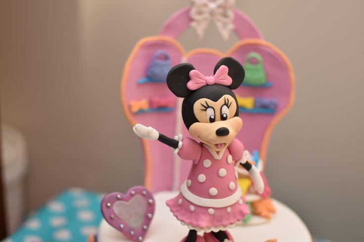 Minnie Mouse fondant topper