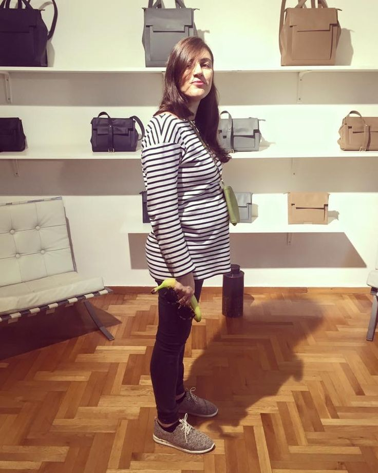 Gorgeous, hot mama-to-be, Despina from YouStrikeyFancy was in our showroom today! We snapped her just before leaving with her brand new Tin in Olive -resting on her bump- and her banana ✌️