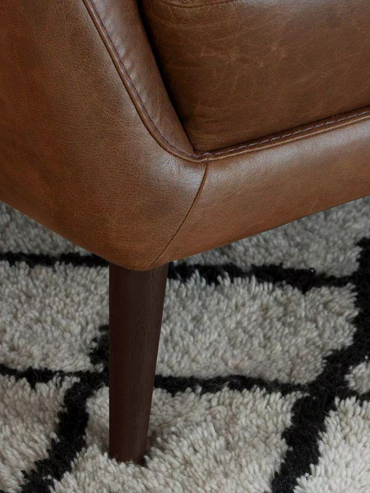 Ami il vintage anche nell'arredamento? Allora amerai il divano in pelle di MADE.COM, dallo stile un pò retrò 🛋  Clicca e scopri subito i dettagli e come acquistarlo anche online!  #splitmind #divano #sofa #retrò #vintage #pelle #design #lifestyle #made #shoponline