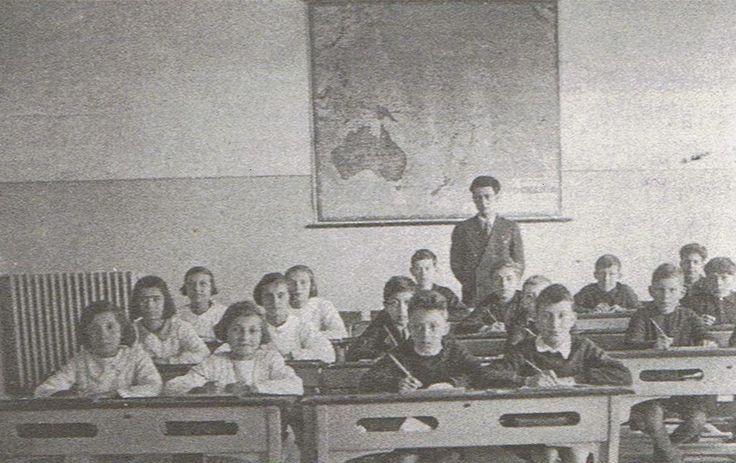 Il maestro Giorgio Caproni ad Arenzano, 1936 - 37. Da Giorgio Caproni maestro - di Marcella Bacigalupi e Piero Fossati - il melangolo. Introduzione di Luigi Surdich. (pag. 240).