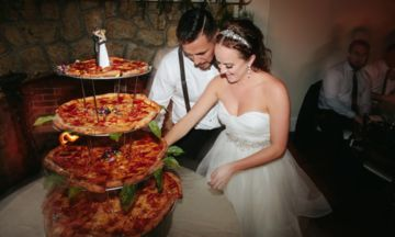 #Pizza:My kind of #Wedding(#neverthoughtIwoudsaythat)Two Pizza Lovers Got Married And Served Pizza Instead Of Wedding Cake | The Huffington Post