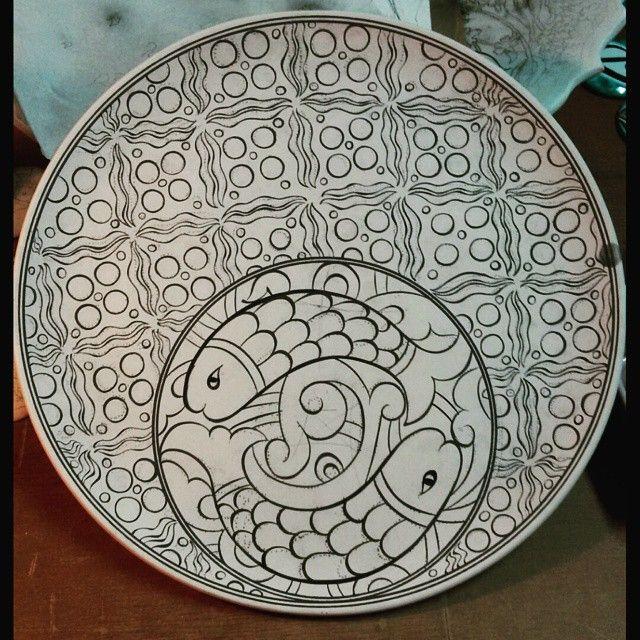 #iznikceramics #iznik #iznik #nicaea #handmade #traditionalarts #art #çini #plate #workoftheday #workofart #isnik #islamicart #islamicartwork #çiniatölyesi #cini #fish #balık #elyapımı #draw #paint #sıraltı #glaze #underglaze #kiln #çintemani #seramik #seramiktabak #çinitabak #ceramic