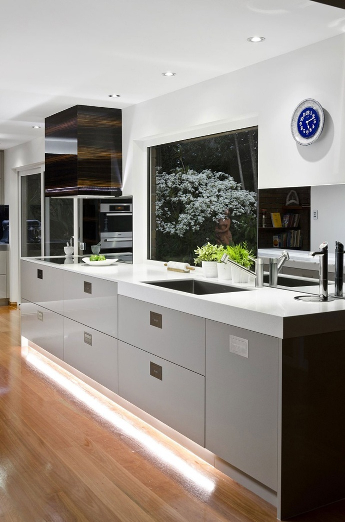 Superbe This Cool Modern Kitchen Is Located In An Australian Home, And The Authors  Are Brisbane Based Interior Design Studio, Interiors By Darren James.