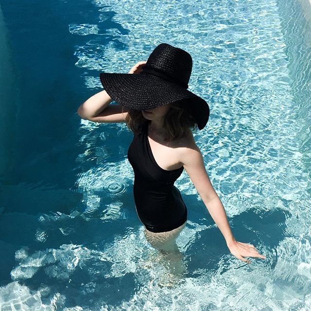 More on www.offwhiteswan.com Pool Days 💦 #holiday #pool #sun #swantjesoemmer #offwhiteswan vacation, swimmingpool