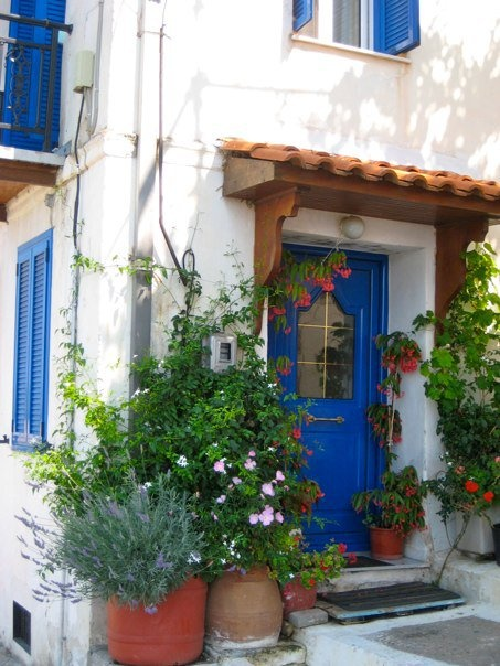 I'm a sucker for white buildings and blue doors/shutters. 